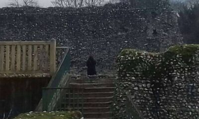 PAY-DAD-SPOTS-BLACK-MONK-STARRING-AT-HIM-FROM-OTHER-SIDE-OF-CASTLE-GROUNDS-2